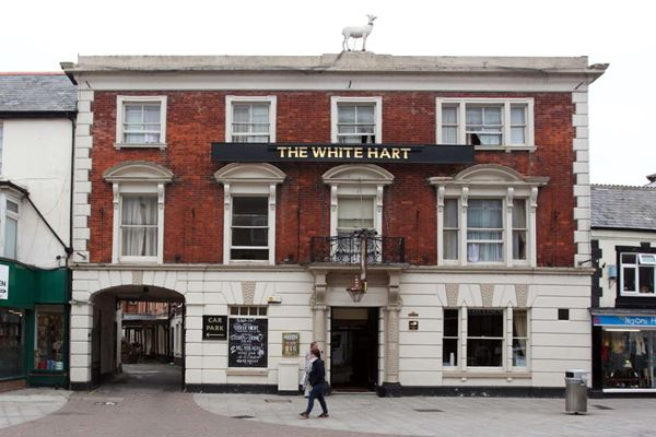 The White Hart In Andover Is A Lovely Historic Hotel That Dates Right Back To 17th Century Stylish Ensuite Guest Rooms Traditional Pub With Period